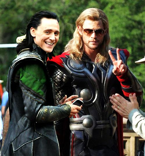 Thor: Ragnarok Set Photos Chris Hemsworth Tom Hiddleston MovieSpoon.com